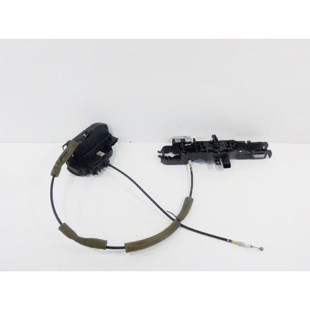 Verrou central électrique de porte à mécanisme de verrouillage arrière gauche Renault Koleos I (2008 - 2011) Koleos SUV 2.0 dCi 16V (M9R-832)